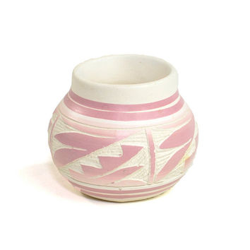 Pink Navajo Pottery Etchware Vase - Native American Folk Art, Etched White Ombre Design - Vintage Southwest Home Decor