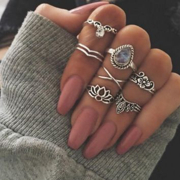 The new retro hollow carved seven sets of sets of ring heart ring