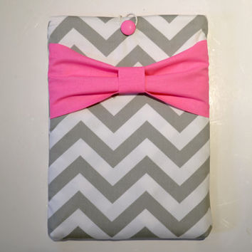 "Macbook Pro 13 Sleeve MAC Macbook 13"" inch Laptop Computer Case Cover with Outer Pocket Grey & White Chevron with Neon Pink Bow"