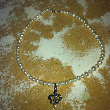 Freshwater Pearl Necklace with Pewter Fleur de Lis Silver Pendant Charm