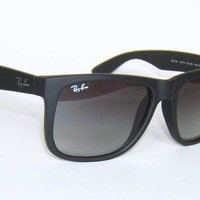 RAY BAN RB 4165 601/8G JUSTIN MATTE BLACK RUBBER GREY SUNGLASSES 54 mm 55