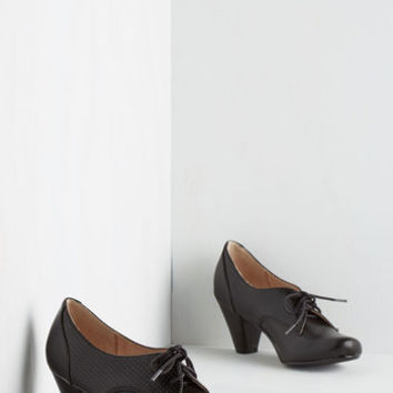 Chelsea Crew Menswear Inspired Swing Along Heel in Noir