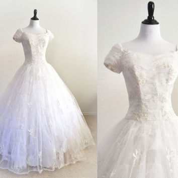 1950s Wedding Dress Tulle, Lace and Embroidery Full Cupcake Style Rare Larger Size