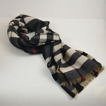 VONEA7H LAST One Burberry $450 Signature Reversible 100% Wool Check Scarf