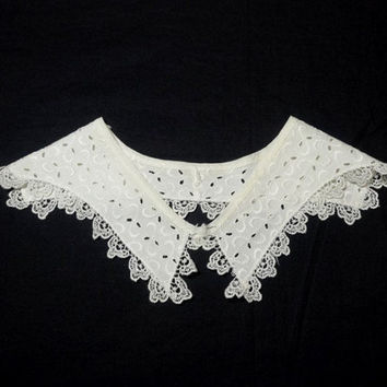 1960s Vintage White Eyelet Collar with Lace Trim, 4 & 5/8 Inches Wide, Blouse, Dress Accent, Vintage Collar, Vintage Clothing Accessory
