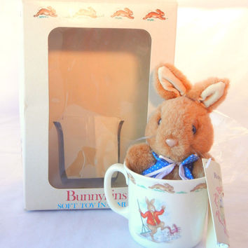 Bunnykins Royal Doulton Stuffed Bunny in Mug, Beach Holiday Theme, Blue Outfit, Mint in Box, 1987 Collectible