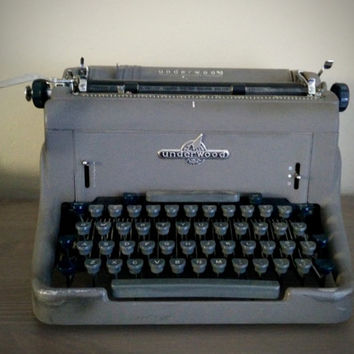 Vintage 1950s Underwood Golden touch SX150 mid-century grey typewriter, model 150 office typing