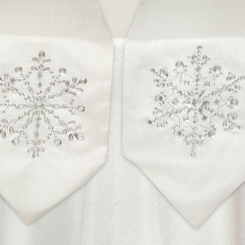 Sub Zero Collection Gem Snowflake Table Runner (Set of 2)
