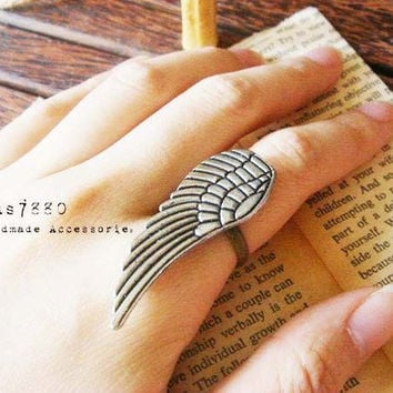 Harry Potter style Feather wing adjustable Ring by imkcraft