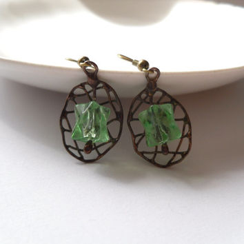 Copper wire earrings, beaded artistic earrings, green earrings, wire jewelry, contemporary jewelry, green beaded earrings, funky jewelry