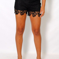 (ame) Textured crochet black shorts