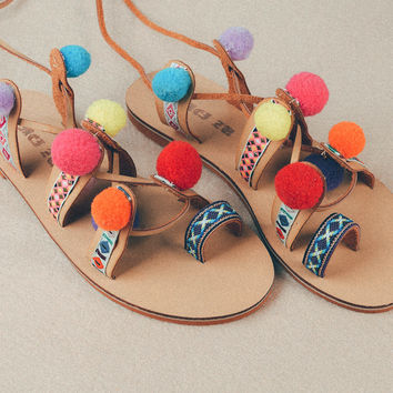 2016 Women Multicolored Pom Pom Sandals Flat Heel Rubber Sole Boho Pattern Fringe Tassel Genuine Leather Sandalias Con Pompones