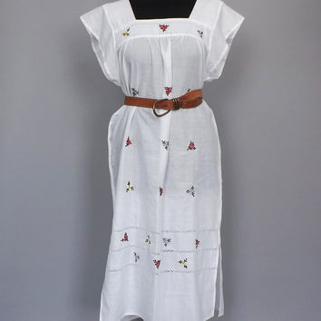 Vintage 70s 80s Mexican Folk Dress White Floral Embroidered Lace Dress Boho Summer Sun dress Indie Folk Hippie Peasant Festival Small Medium