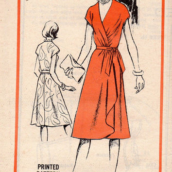 Retro Disco Fashion 70s Classic Wrap Dress Prominent Designer Henaghan Sewing Pattern Uncut FF Bust 34