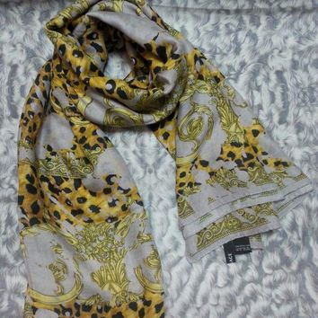 DCCKWA2 New VERSACE women scarf .Made in Italy. 130X130cm. Modal90%+Cashmere10%.
