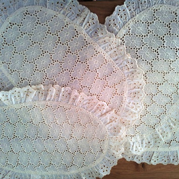 Vintage Elegant Table Wears, Eyelet Lace Placemats/Doilies Set of four, Ivory, from 1980- NEW