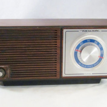 Vintage AM RADIO Realistic Model 12-679