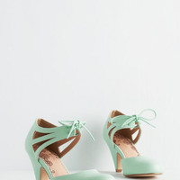 Vintage Inspired Shimmy My Way Heel in Mint