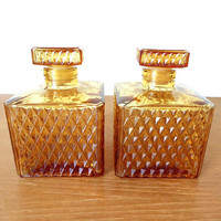 Square amber glass travel bar decanters, set of two in excellent condition