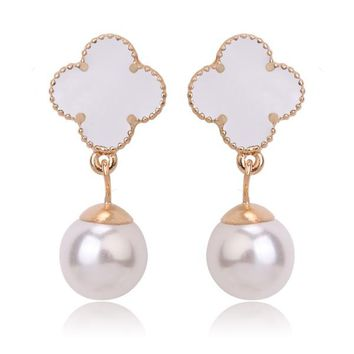 Beady Cleef Single Clover with Pearl - Gold & White