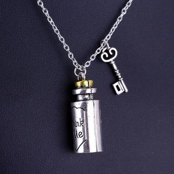 Drop Shipping Eat Me Alice in Wonderland Necklace Drink Me Pendant Necklace Alloy Bottle Pendant Silver Tone For Lovers 3*0.7cm