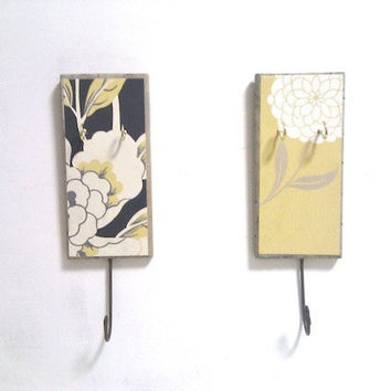 key holder rack - wall mounted - charcoal yellow and white