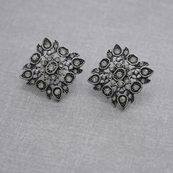 Baroque Floral Motif Earrings