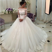 Saudi Arabia WEDDING DRESS  Robe de mariage Luxury Long Sleeve Wedding Dresses Lace Bride Ball Gown Crystals Belt Plus Size