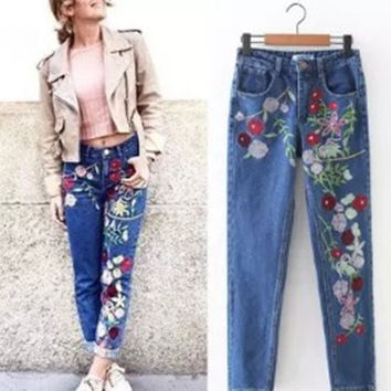 Fashion Embroidery Floral A pair of jeans