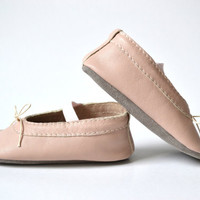 Handmade soft sole leather baby shoes / Baby girl ballet flats / Baby girl mary jane shoes / Powder pink baby shoes.