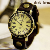 New style vintage watch with strap of leather