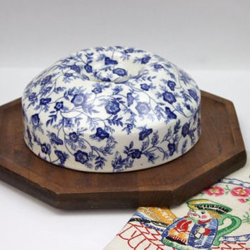 Cheese Board with Chintz Domed Cover / Blue and White Ironstone