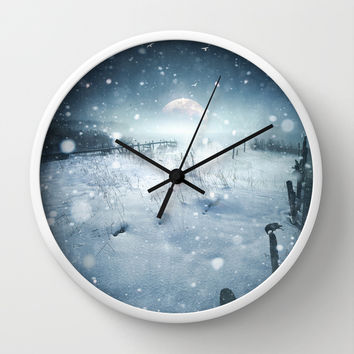 When she turned on me Wall Clock by HappyMelvin