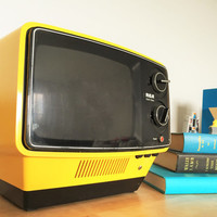Rare Vintage Yellow RCA Television Model AU097N From1976