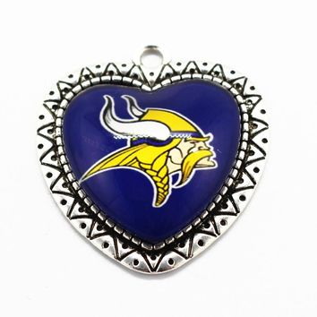 Hot Selling Minnesota Vikings Football Sports Team Pendant Alloy Heart Dangle Charms Fit Necklace Fashion Jewelry Making