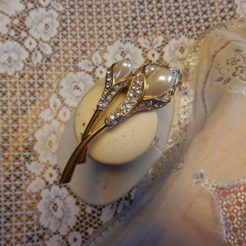 Vintage GP Calla Lily Double Stemmed Pearl Brooch Pin Crystals Signed Excellent Condition