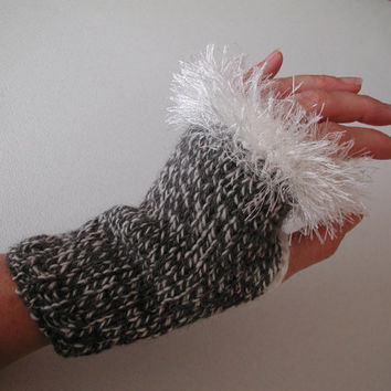 Free Shipping - Grey and White Varigated Knit Wrist Warmers - Fingerless Gloves with Crochet Faux Fur Edging - Super Cute.