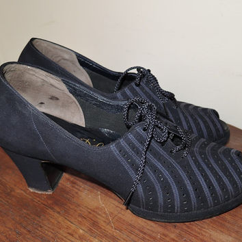 Excellent Vintage 1940s Dark Blue Suede Shoes sz7-1/2 ? - Ribbon Stripes, Peep Toes