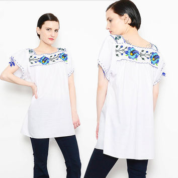 70s White Mexican Peasant Tunic Top Floral Embroidered Shirt Boho Cotton 1970s Hippie Shirt Blue Flowers M L