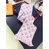 Louis vuitton selling a stylish cashmere jacquard letter shawl scarf for casual couples