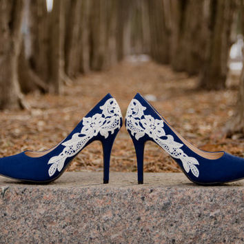 Navy Blue Wedding Shoes, Navy Heels, Blue Bridal Shoes, Wedding Heels, Navy Bridal Heels, Navy Pumps, Blue Heels with Ivory Lace. US size 8