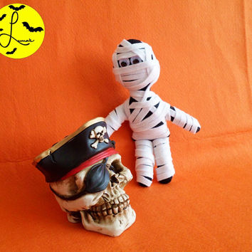 Halloween Plush Mummy with Googly Eyes (small handmade monster plushie, made of felt)