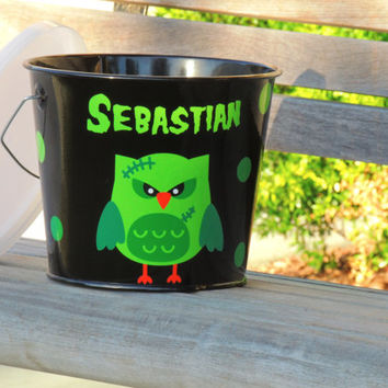 personalized halloween bucket, kids halloween bucket, halloween pail, monogramed bucket, trick or treat pail, bucket for kids, 5 quart pail