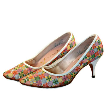 Vintage 50s Embroidered Floral Heels Pump Shoes by Verdante// Kitten Heel Shoes// White Heel Shoes//Size 6 Shoes