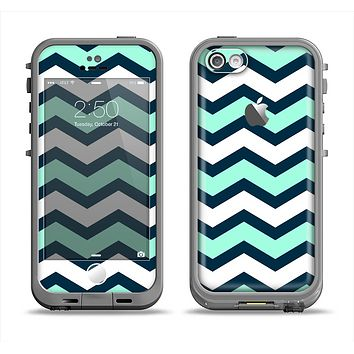 The Teal & Blue Wide Chevron Pattern Apple iPhone 5c LifeProof Fre Case Skin Set