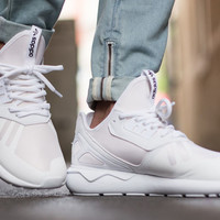 Résultats Google Recherche d'images correspondant à http://5.kicksonfire.net/wp-content/uploads/2015/05/The-adidas-Tubular-Also-Gets-the-All-White-Treatment-3.jpg