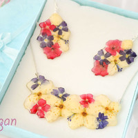 Free shipping, Real Flower Resin Set - Necklace and earrings - Real Flower in resin, Pressed Flower Jewelry - Resin Necklace - Resin Jewelry