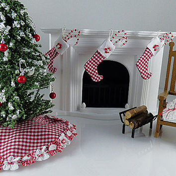 Miniature Decorator Christmas Tree Skirt Dolls House Fairy Garden Red White Gingham 1:12 Scale Shadow Box Dollhouse Accessory Holiday Gift