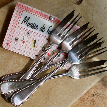 Vintage Fish Forks - Set of Five - Seafood Utensils - Wm. Rogers Silver Plate - Beaded Edge - Cottage Kitchen Decor