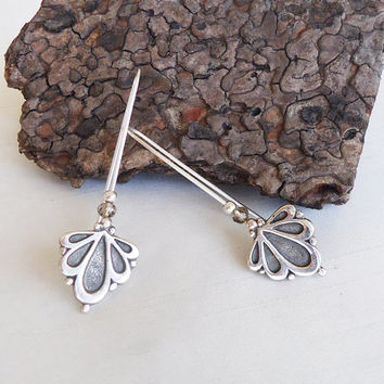 Floral Sterling Silver Long Earrings - Iconic Flowers Long Earrings - Contemporary Jewelry - Symbolic Representation of the flora world